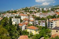镇新海尔采格,黑山看法  库存照片