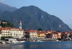 镇梅纳焦看法湖的科莫在意大利 图库摄影