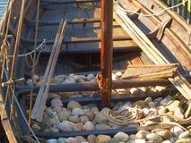 镇流器船向北欧海盗扔石头 图库摄影