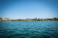 从镇的湖 免版税库存图片
