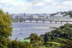 镇的看法从旅馆`乌克兰纳`的窗口的 基辅,乌克兰, 2011年 08 18 免版税库存图片