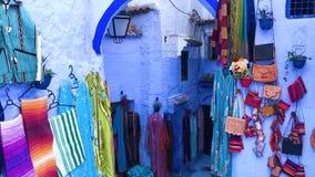镇舍夫沙万蓝色麦地那的五颜六色的纪念品在摩洛哥 影视素材
