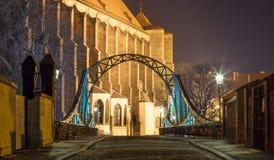 镇迷人的风景在夜 免版税库存照片
