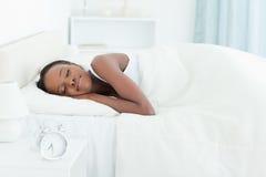 镇静休眠的妇女 免版税库存照片