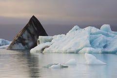 镇静冰川冰山冰岛湖 免版税图库摄影
