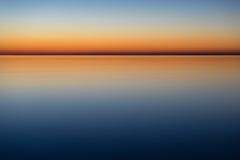 镇静和神秘的海在夜之前 库存照片