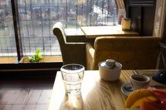 镇静早晨咖啡馆 免版税库存图片