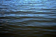 镇静湖水 库存图片