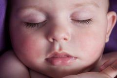 镇静睡觉的婴孩 免版税库存图片