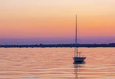 镇静水和小船在普尔港 库存图片