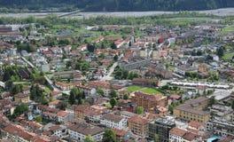 镇鸟瞰图有许多的安置 免版税库存照片
