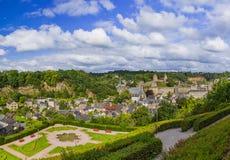 镇Fougeres全景在布里坦尼法国 免版税库存照片