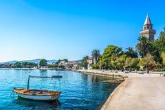 镇Kastela在分裂的郊区,克罗地亚 库存图片