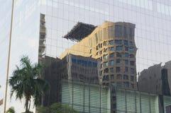 镜子反射的大厦 免版税库存图片