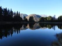 镜子在水中 免版税库存图片