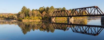镜子桥梁 免版税库存照片