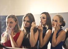镜子的妇女 免版税图库摄影