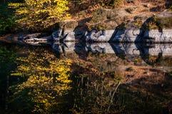 镜子般的河 图库摄影
