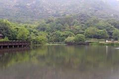 镜湖(安静的湖)在雨以后 图库摄影