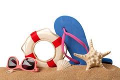 镜片,海星和触发器在沙子 库存图片