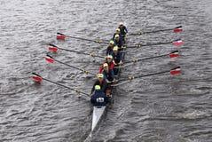 镭拉伊在查尔斯赛船会妇女的青年时期Eights头赛跑  免版税图库摄影