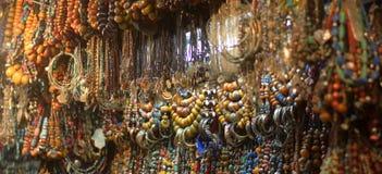 镯子和项链在casbah 免版税库存照片