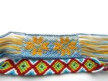 镯子被编织的五颜六色的友谊镯子网 库存图片