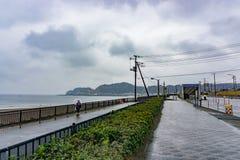 镰仓,日本- 2016年1月29日:镰仓,日本海岸线  免版税库存图片