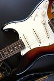 镶有钻石的旭日形首饰的身体吉他 免版税库存图片