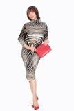 镶边服装的美丽的时髦的女人 免版税库存照片