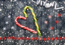镶边欢乐糖果在心脏形成与星和蛇纹石 图库摄影
