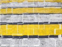 镶边的抽象背景 难看的东西灰色和黄色条纹 免版税库存照片