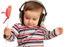 镶边的耳机重点孩子红色衬衣 库存图片