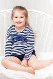 镶边衬衣的愉快的小女孩 库存图片