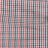 镶边被弄皱的桌布。 免版税库存照片