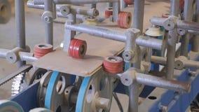镶饰木空白的过程,土气内门的生产 股票视频