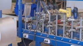 镶饰木空白的过程,土气内门的生产 影视素材