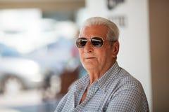 年长人画象太阳镜的 免版税库存照片