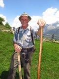 年长农夫牧羊人意大利阿尔卑斯春天夏天 图库摄影