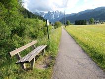 长凳乡下公路 免版税库存图片