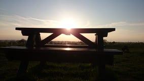 长凳俯视的日落 免版税图库摄影