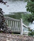 长凳俯视的池塘 库存照片