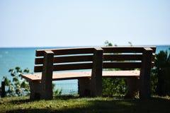 长凳俯视的海 库存图片