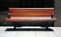 长凳偏僻的公园 免版税库存照片