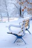 长凳冬天 免版税库存照片