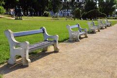 长凳在公园 免版税库存图片
