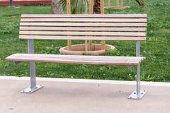 长凳在公园 库存图片