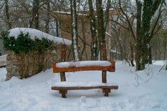 长凳在冬天 免版税库存照片