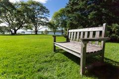 长凳在城市公园 库存照片