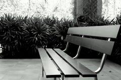 长凳在城市公园 免版税图库摄影